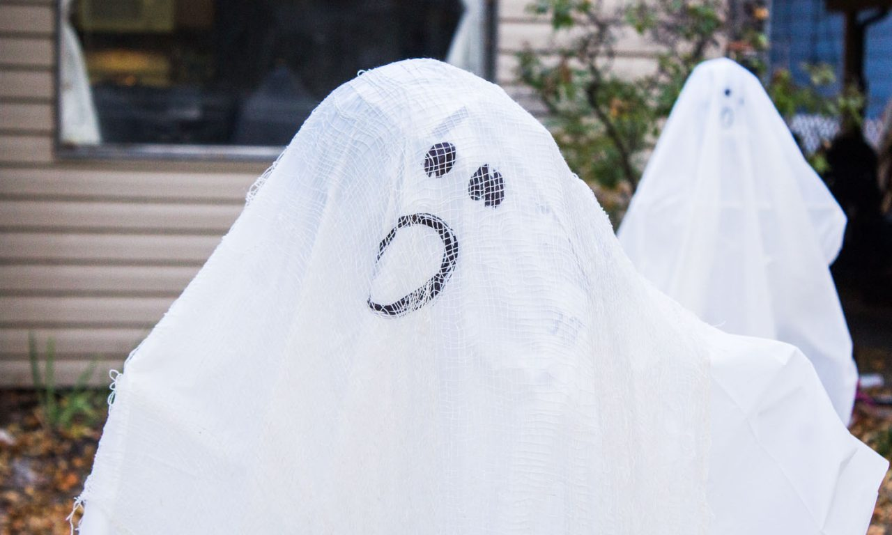 DIY lawn ghost
