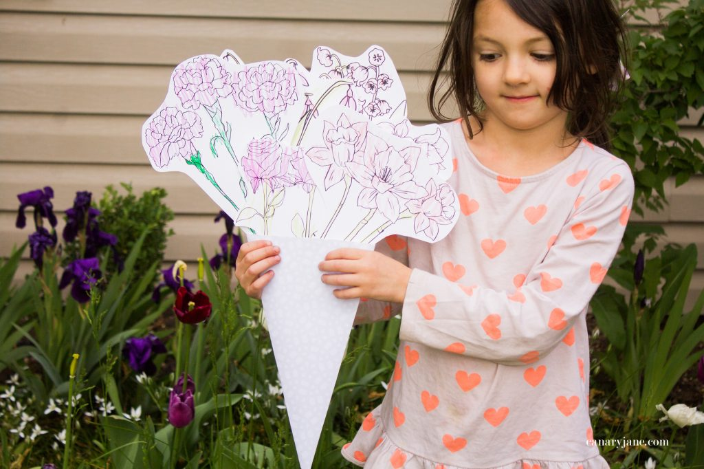 Going along with these floral Mothers Day coloring pages here, I have created a fun craft where you make your own printable flower bouquet for Mothers Day. Read on to see how to make it and to get the free printable files.